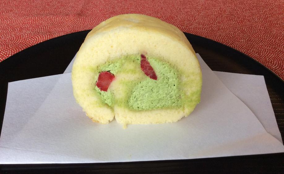 Vanilla Roll with Matcha Cream & Strawberries