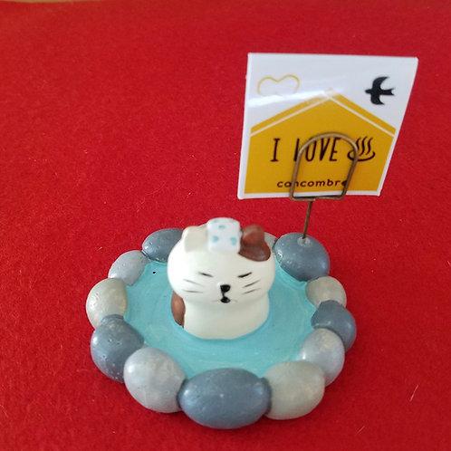 Tortoiseshell cat enjoys onsen: a memo/business card holder