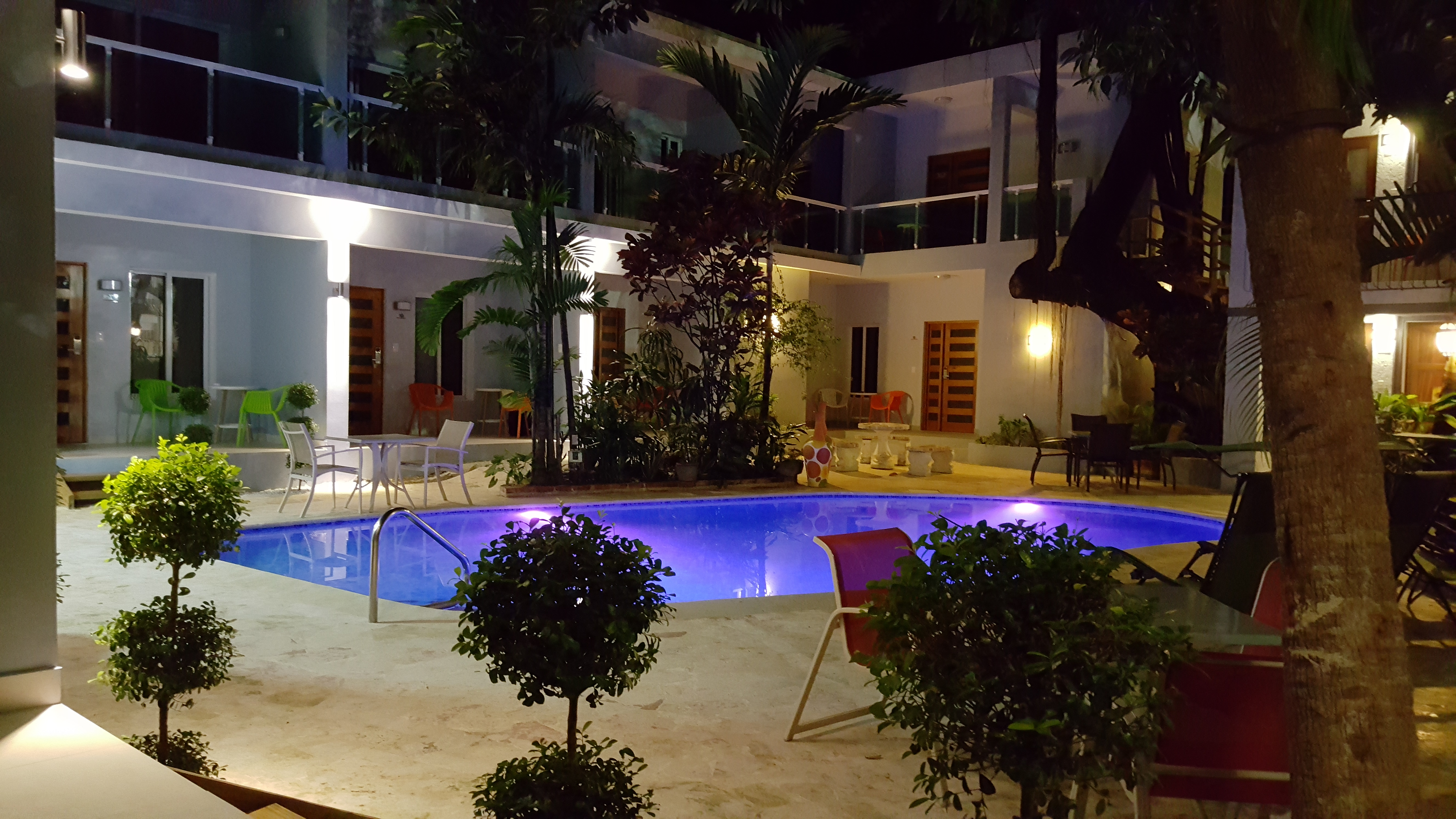 Poolsite @ night