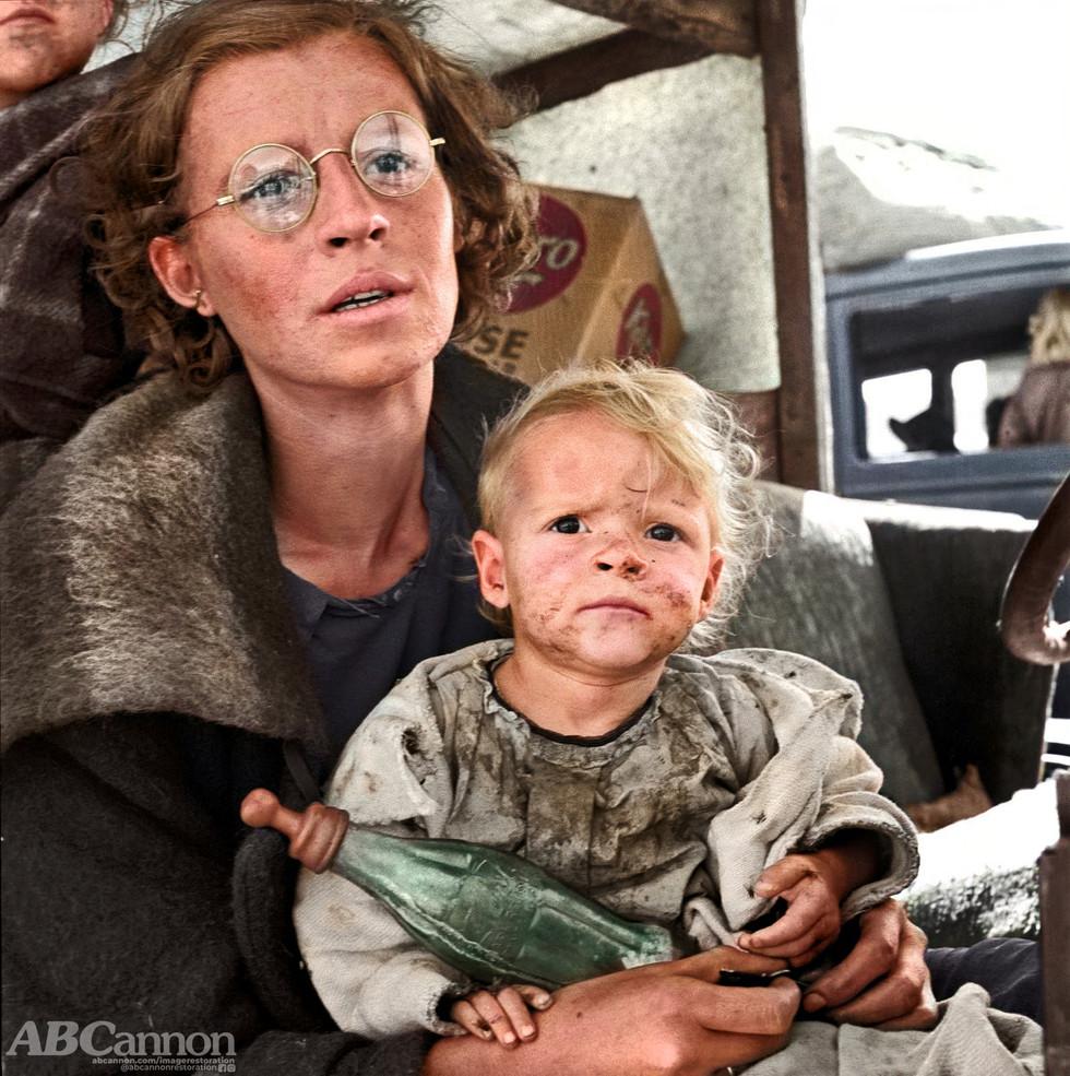 Dorothea Lange:  Mother and baby of family on the road.  Tulelake, Siskiyou County, California.  September, 1939.
