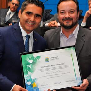 40 anos ALEMS: Título de Cidadão sul-mato-grossense para nosso diretor Marcos Luiz de Oliveira