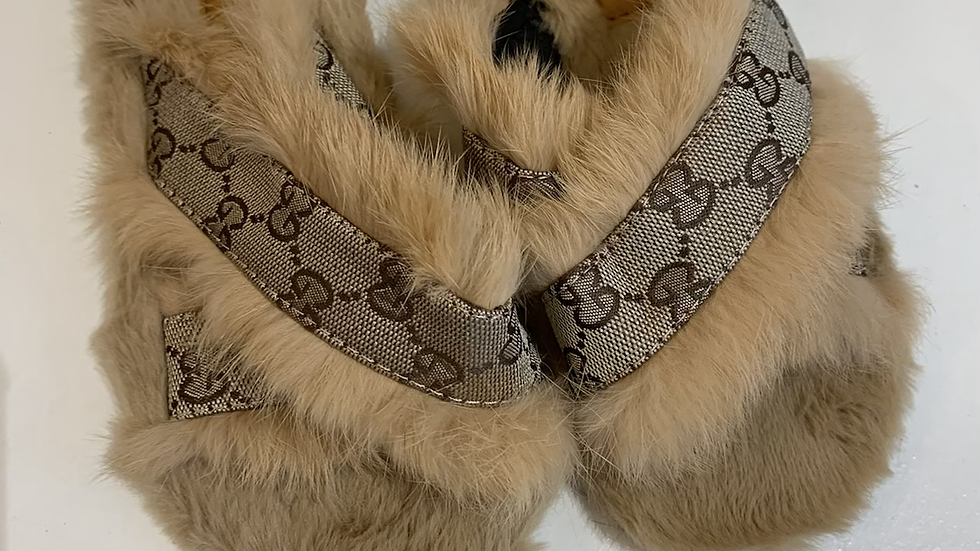 TBK fluffy slippers