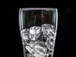 #FaceFacts – The 8 Immediate Benefits of Ice Cubes for Your Skin