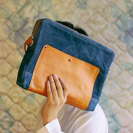 กระเป๋ารุ่น Paris ทรง Clutch_มีสายสะพายหนัง_สามารถใส่แฟ้ม A4 ได้ _เพิ่มเติม__กระเป๋ารุ่นนี้พวกผมเคยผ