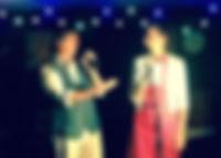 Michel et Aurélie chansons en duo dans un décor guinguette.
