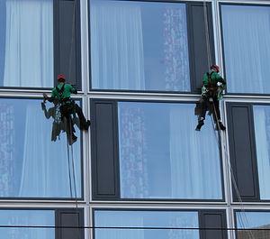 building-cleaner-4264144.jpg