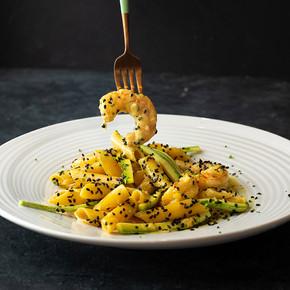 Penne al curry con Gamberi e Zuchinne .60