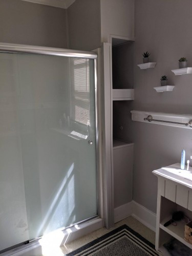 80_1573220519494163 Bathroom 1.jpg