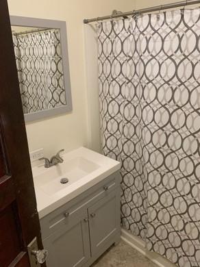 825 Ackerman Bathroom.jpeg