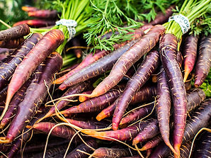 foodiesfeed.com_red-carrots-at-farmers-market.jpg