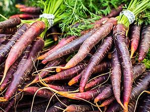 foodiesfeed.com_red-carrots-at-farmers-market.jpg