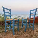 Due_sedie_azzurre_a_Tortolì.jpg