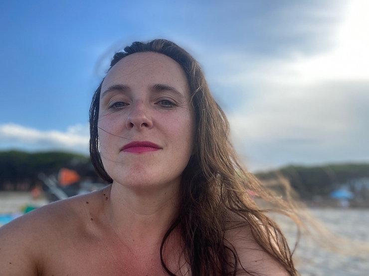 Aurora Redville in spiaggia