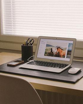 laptop-desk-macbook-apple-table-floor-99