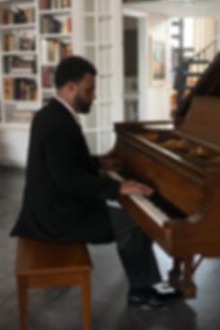 George Freeman - Smooth Jazz Pianist