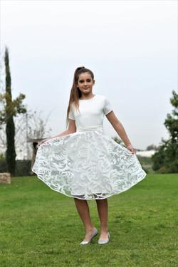 שמלה לבנה עם תחרה