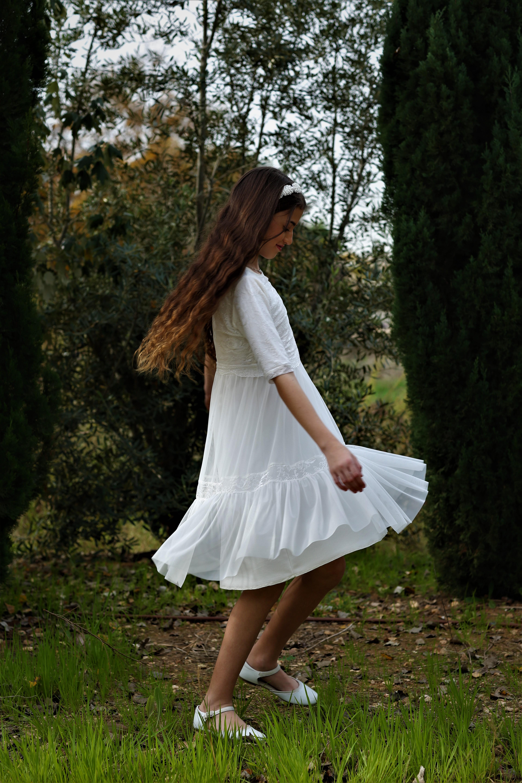 שמלת תחרה קומות קלילה