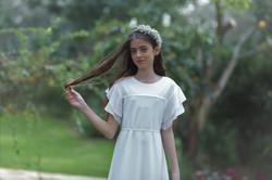 שמלת שיפון לבנה עם שרוול פעמון