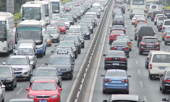 Cars crowd a highway in Beijing. Beijing announces traffic 'congestion charge' system. Wu Changqing / For China Daily