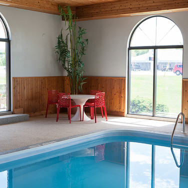 Hotel in Saugeen Shores With Pool