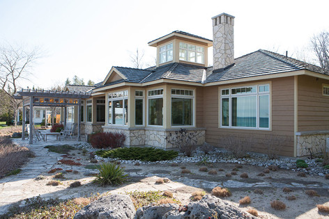 Lakeside Bungalow with Large Sunroom