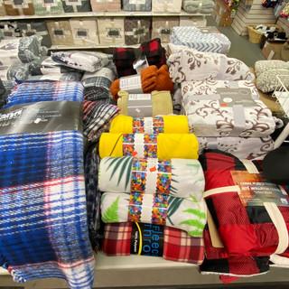Linens-Blankets-Pillows-Southampton-29.j
