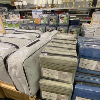 Linens-Blankets-Pillows-Southampton-46.j
