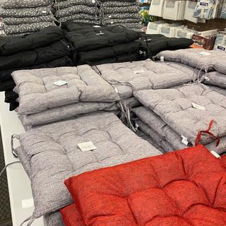 Linens-Blankets-Pillows-Southampton-07.j
