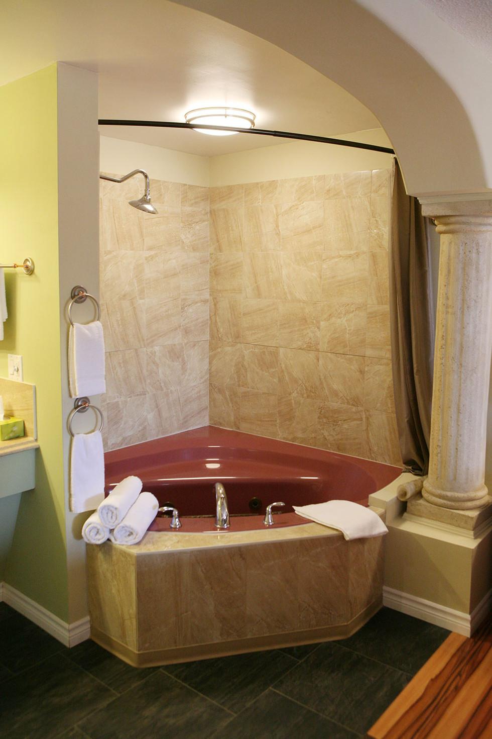 Luxurious Whirlpool Bath