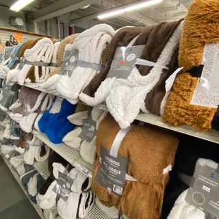 Linens-Blankets-Pillows-Southampton-32.j