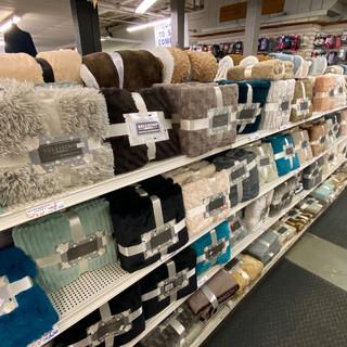 Linens-Blankets-Pillows-Southampton-31.j