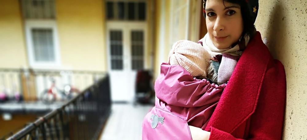 KOJALA 3 évszakos hordozótakaróval hideg, esős időben is hordozhatod a babádat.