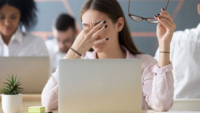 10 WAYS TO PROTECT YOUR EYES FROM THE HARM CAUSED BY EXCESSIVE SCREEN EXPOSURE.