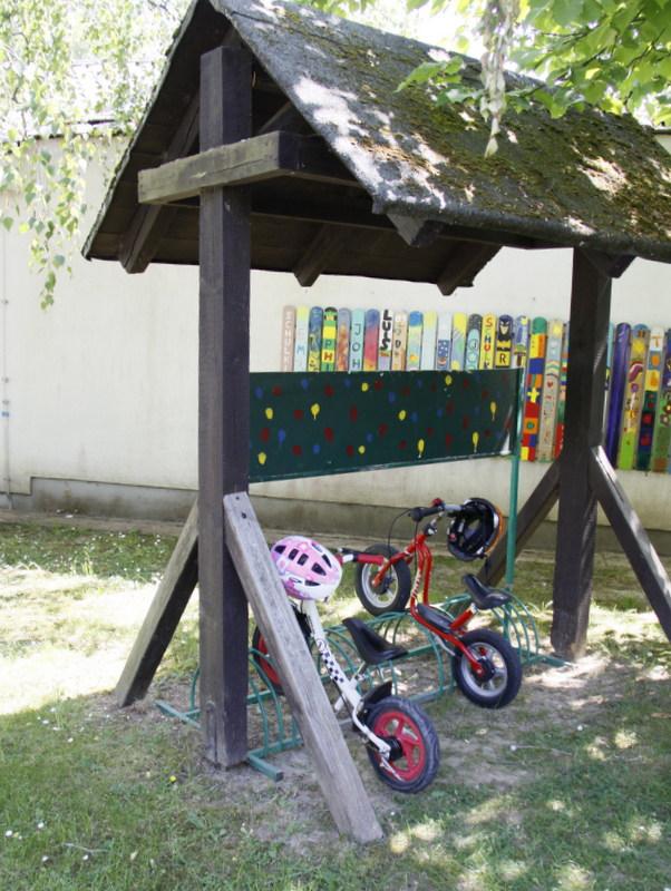 Fahrradständer im Eingangsbereich