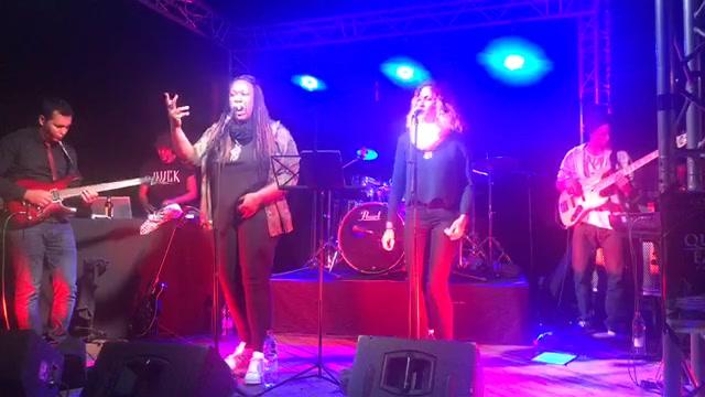 Queen Favie Éléments Band.. en live 😉 #queenfavieelementsband #madeinreunionisland #rap #hiphop #reggae #concert #live #cheztiroule #kapab'