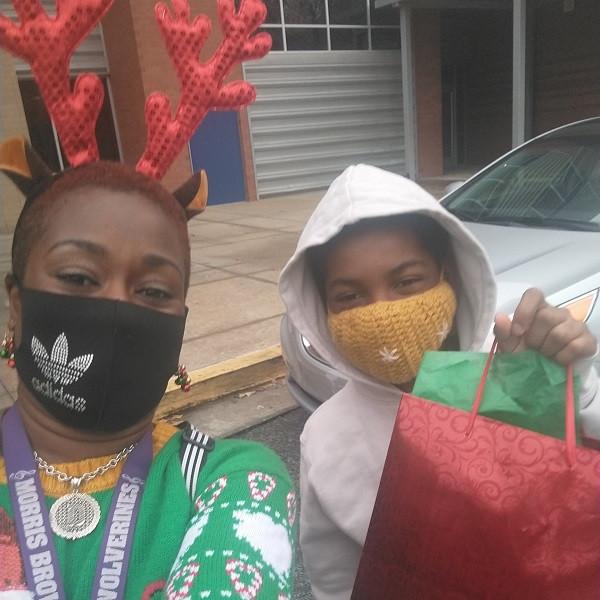 CIS of Atlanta Team Spreads Holiday Cheer: Dee Crooks