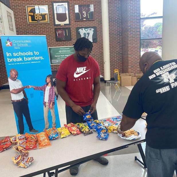 CIS of Atlanta Alum & Current Alabama Player Helps Celebrate Teacher Appreciation Week