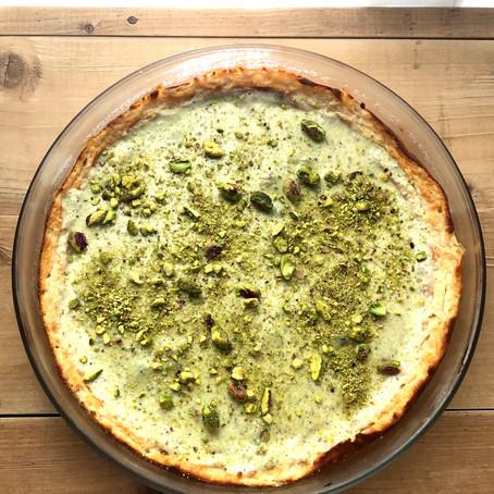 עוגת גבינה אפויה בציפוי קרם פיסטוק