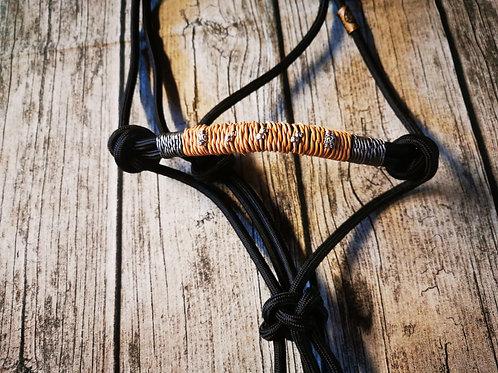 Knotenhalfter schwarz Echtleder 1,5mm silber und 2mm natur mit Perlen