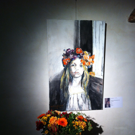 Meisje met bloemenkrans uit de Provence.