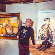 Kunstenaar Martin Wallaert in outfit van