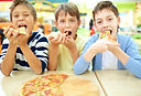 kinder-pizza-geniessen_1098-3207.jpg