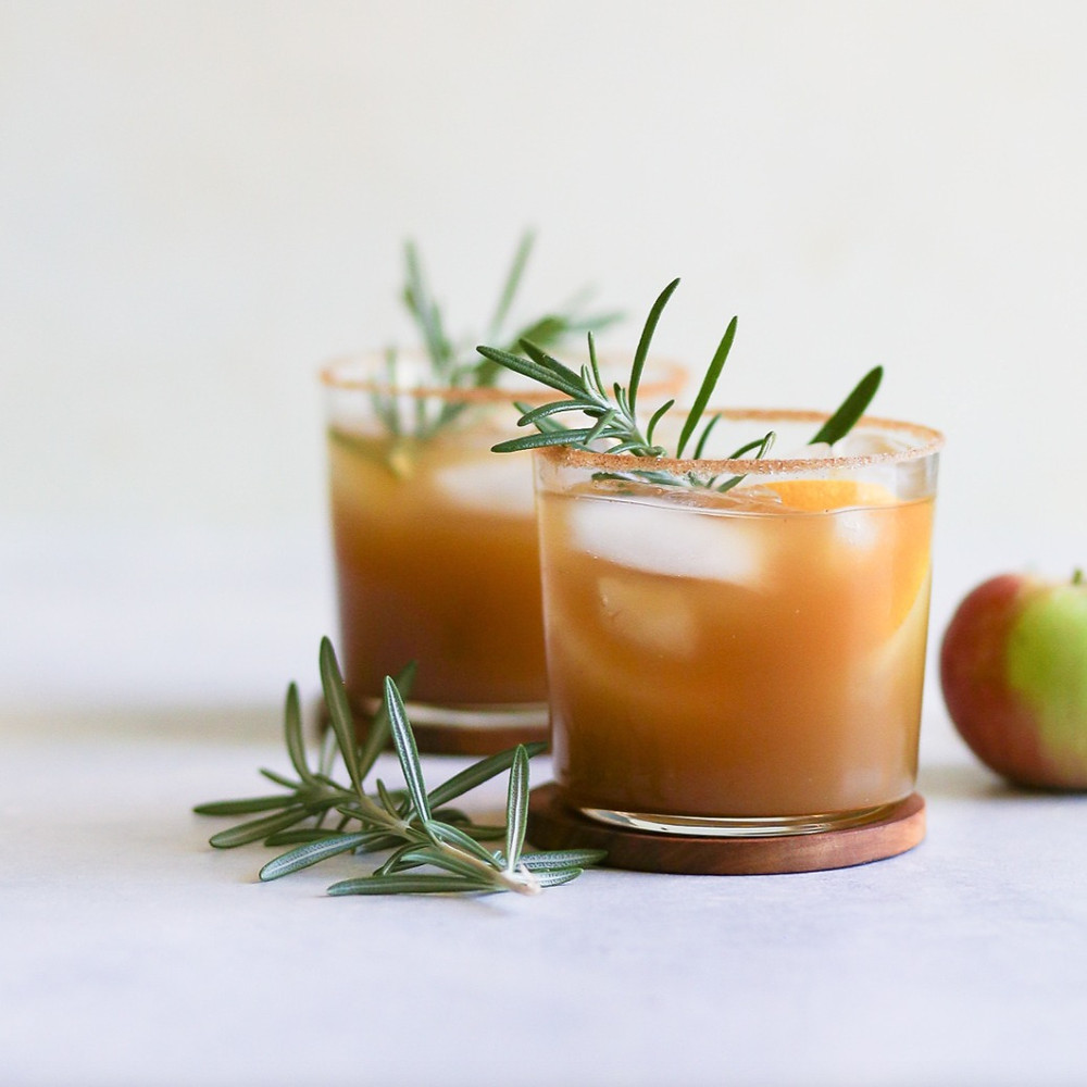 Super Easy and Delicious Hard Apple Bourbon Cider Cocktail