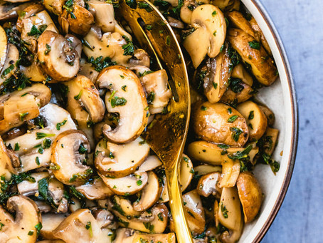Cogumelos estufados com molho de soja
