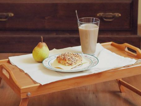 Sugestão de Pequeno-Almoço/Lanche - Pão de sementes, leite com cevada e pêra
