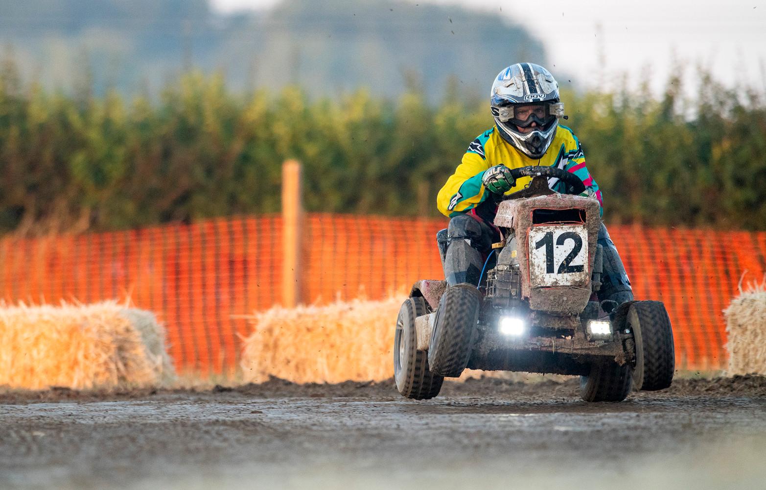 lawnwower-race-72dpi-03.jpg