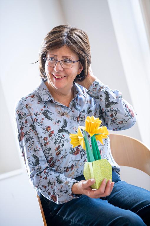 Denise Swains, Origami fan