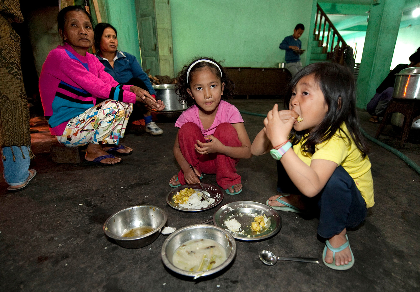 The family is so hige that it takes several sittings to feed everyone. Children eat first.