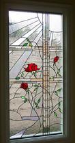 אדום על שקוף בחלון במפעל