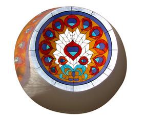 ויטראז' כנפי הטווס בסקילייט בתקרה ברמת השרון.